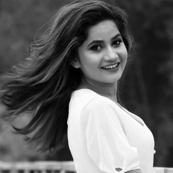 Feri Bhet Na Hola Lyrics - Eleena Chauhan